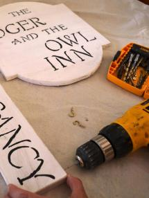 Make Haunted Hotel Sign Halloween -tos Diy