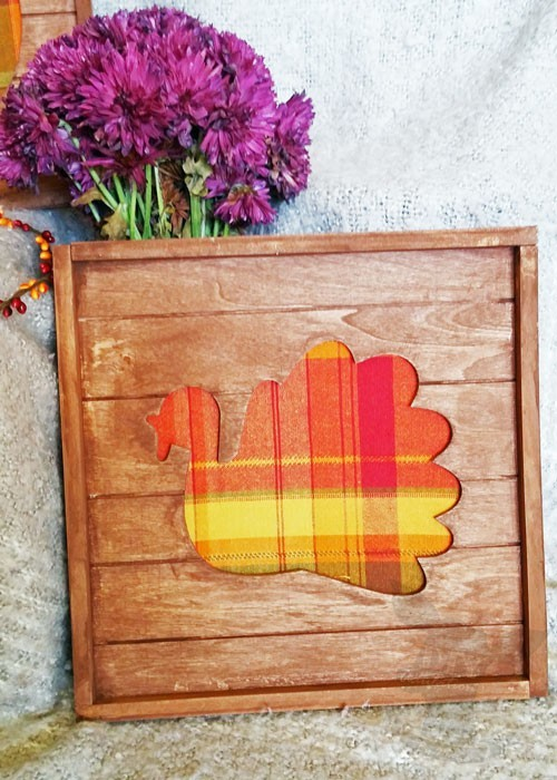 Create this plaid Thanksgiving pallet wall art in time to hang for your festivities without taking away from meal prep!