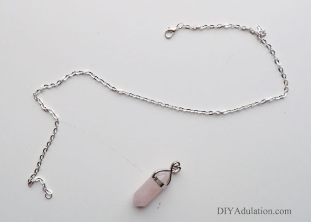 Start a new mother-daughter Christmas tradition this year with A Mom for Christmas DIY rose quartz necklace and movie night fun!