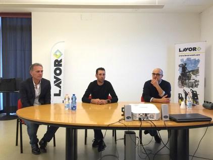 Vincenzo Nibali testimonial di Lavorwash per il 2018. A destra Dante Rossetti, direttore marketing di Lavor