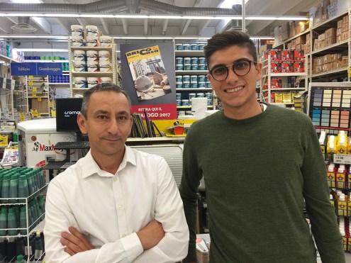Stefano Deodato con il direttore del punto vendita di Molfetta