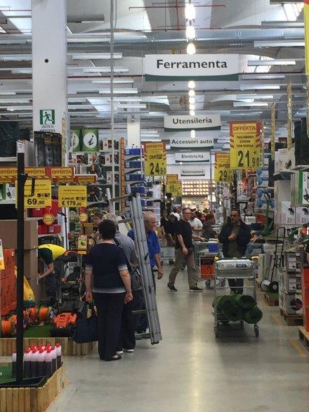 Il negozio Self Italia di Alessandria