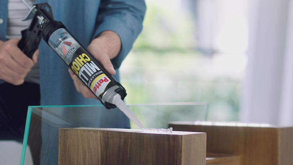 Pattex MILLECHIODI CRYSTAL, realizza un tavolino in legno e vetro