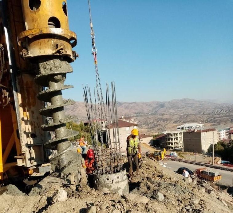 Diyarbakır'da yol yapım çalışmaları devam ediyor