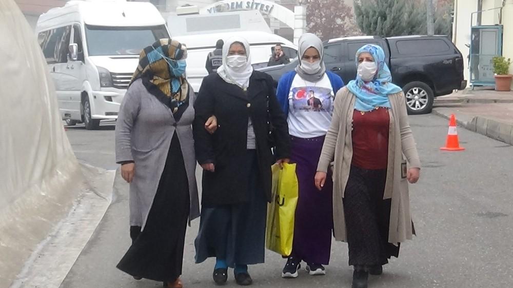HDP önündeki ailelerin çığlığı büyüyerek devam ediyor