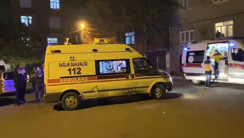 İki aile arasında kısıtlamaya dakikalar kala sokak ortasında silahlı kavga: 4 yaralı