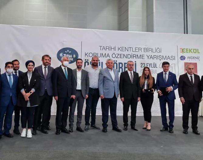 Büyükşehir belediyesi Surlardaki diriliş ödülünü aldı