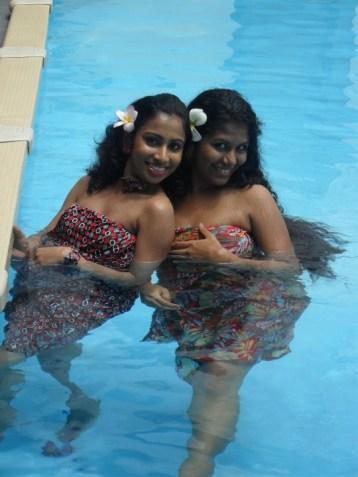 sri-lankan-sexy-girls-in-diya-redda-photo