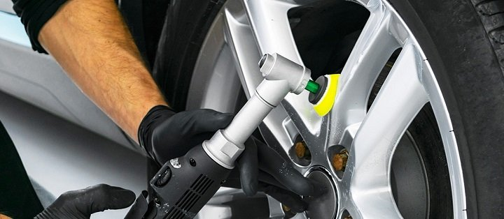 Polishing Aluminium Wheels (1)