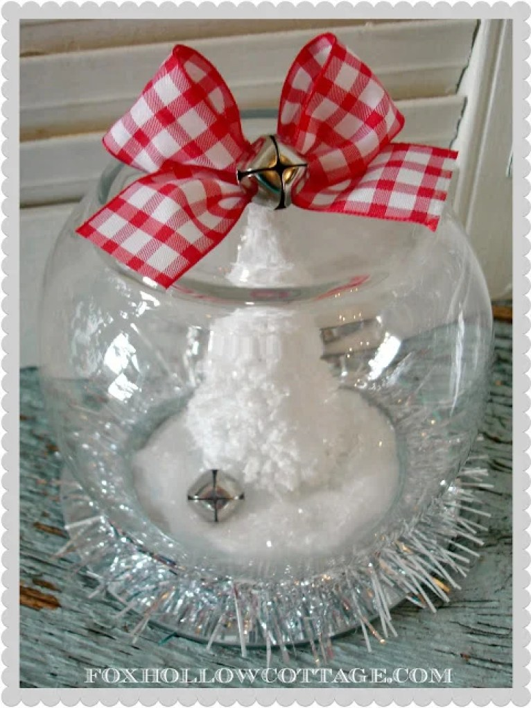 These 32 Dollar Store DIY Christmas Decor Ideas Are EVERYTHING! I can't believe on easy it is to decorate on the cheap!