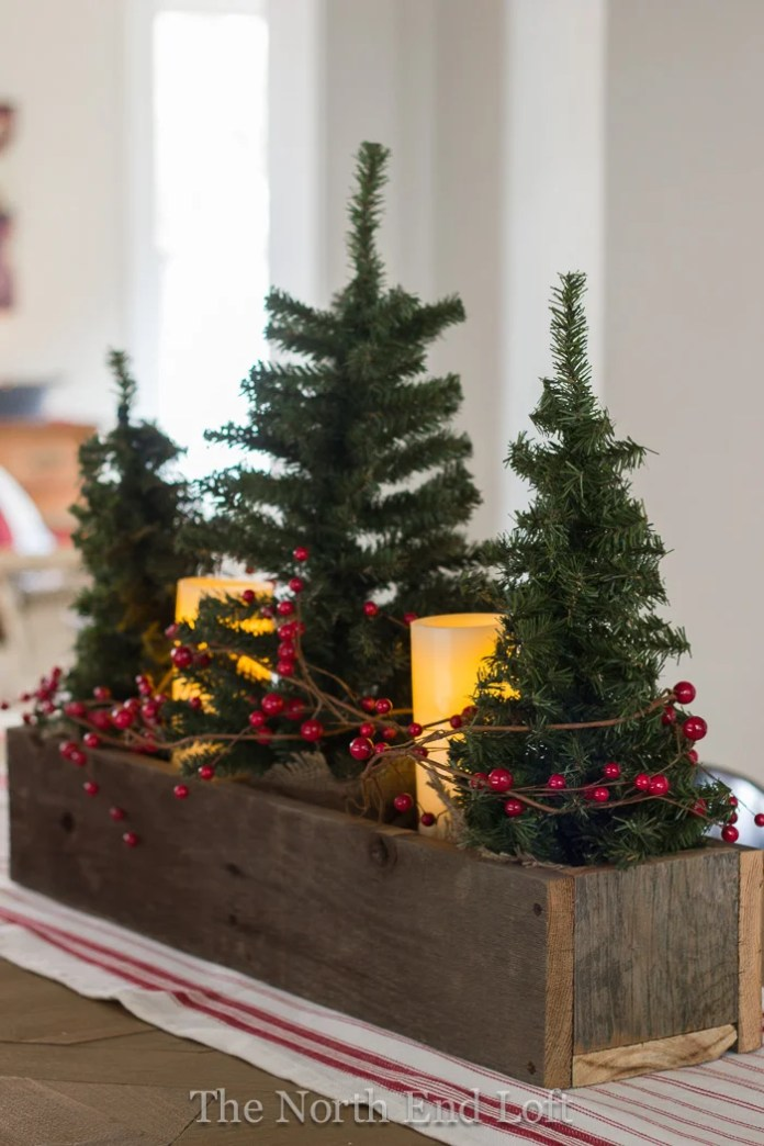 These 16 Christmas DIY Centerpieces Are So CUTE! I love how they all match so perfectly!