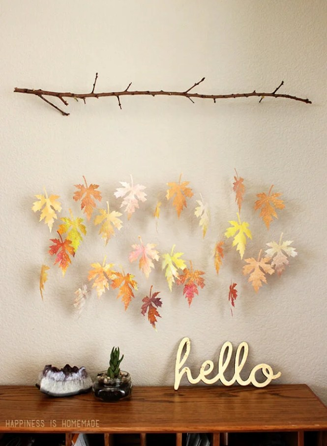 These 22 Thanksgiving Decor DIYs Are So ADORABLE! I love the centerpieces and door hangings!