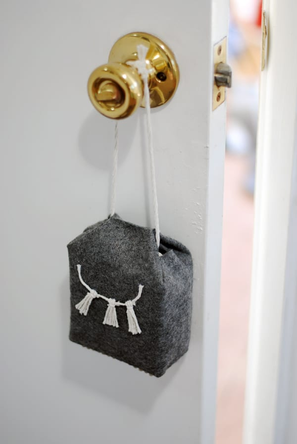 Diy Door Stop Using Felt Diycandy Com