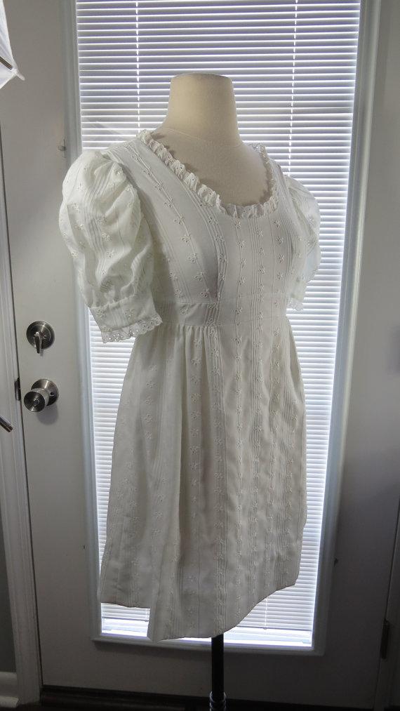 Vintage 1960s 1970s 60s 70s White Eyelet Mini Dress – Xsmall by HaywoodCreekVintage