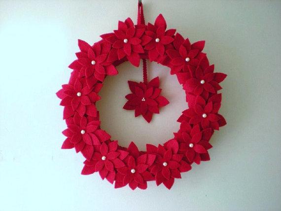 Ponsettia Wreath by busybusyfingers