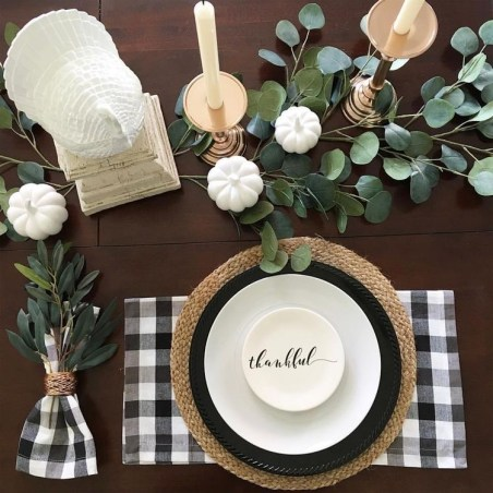 Thanksgiving decorations: buffalo plaid