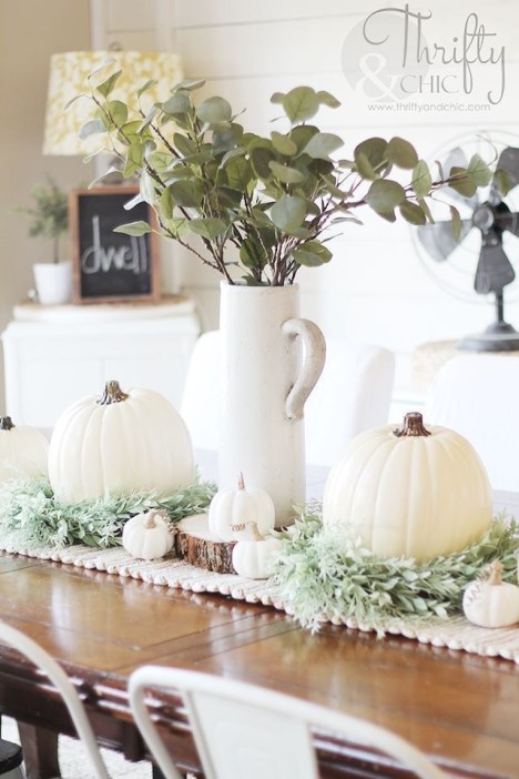 Thanksgiving decorations: white + wreaths