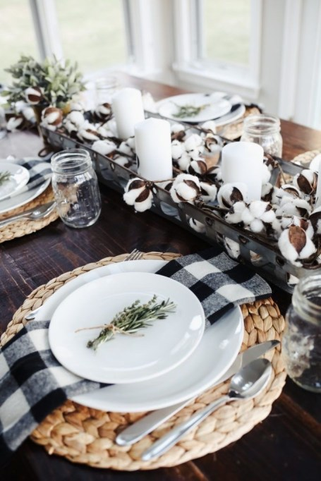 Thanksgiving decorations: cotton + candles