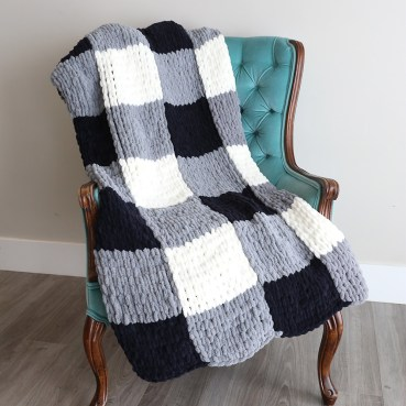 Easy DIY Blanket Finger Looped