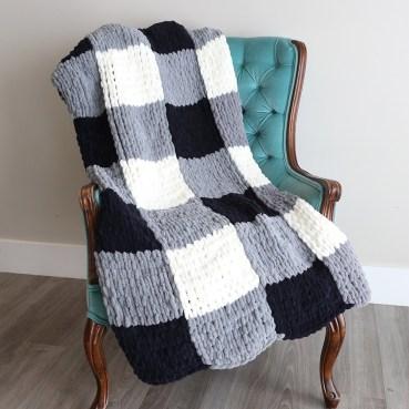 Easy DIY Blanket Finger Looped