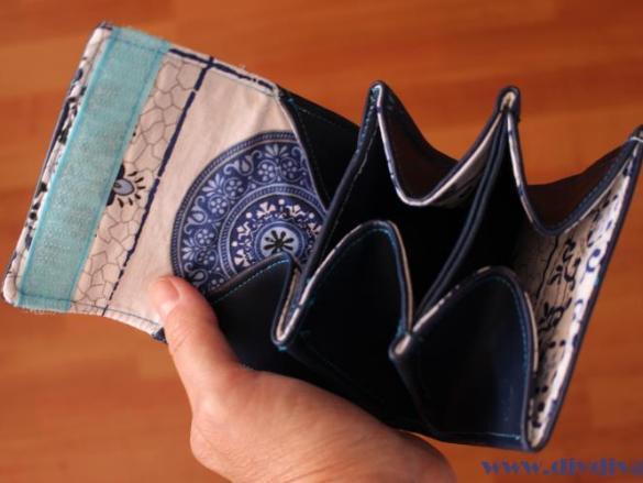 Zelfgemaakte portemonnee met initialen