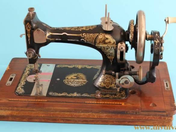 Een eigen handnaaimachine! Maar hoe oud is 'ie?