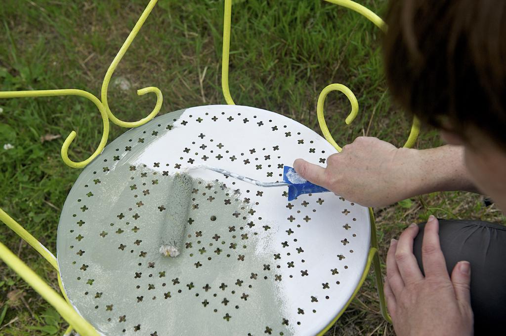 Repeindre un salon de jardin en fer forg  DIY Family