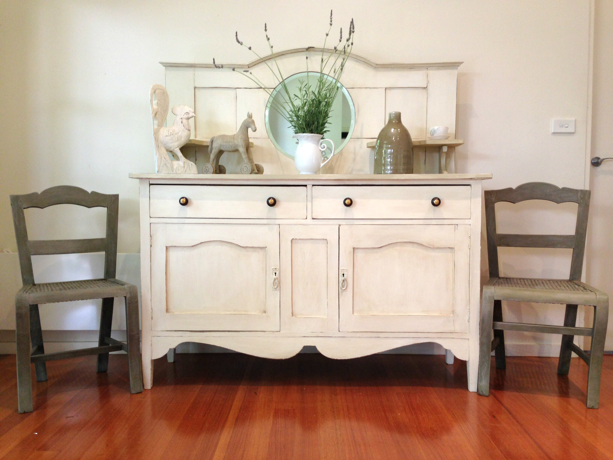 Spring sideboard makeover diy furniture makeovers for Painted buffet sideboard