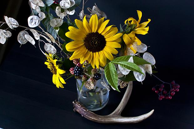 autumn flowers bouquet tips