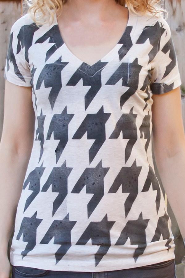 DIY Houndstooth Stenciled Shirt