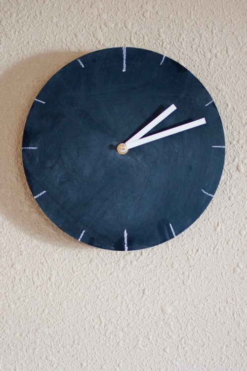 Change up your clock face whenever you feel like it with this DIY chalkboard clock.