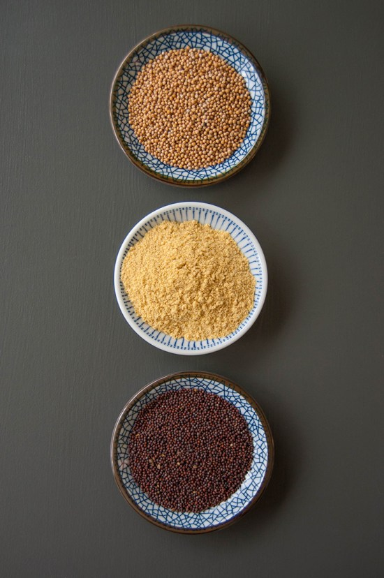 Mustard seeds and powder