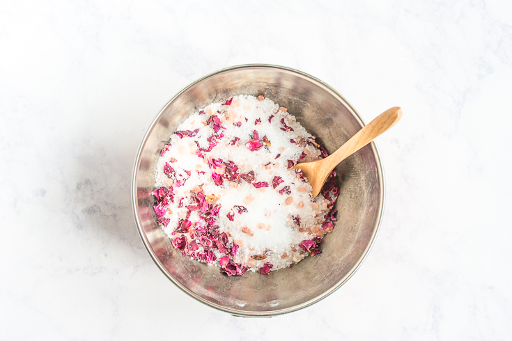 Treat yo' self (or a friend) with these easy DIY rose bath salts. #DIY #ValentinesDay #Galentines #Valentines #bath #selfcare