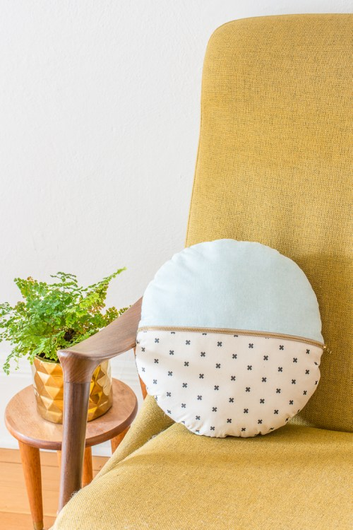 This DIY round pillow with exposed zipper is a fun way to play with pattern and color, and use up scraps of cute fabric! #DIY #sewing #homedecor #tutorial #pillow #cushion