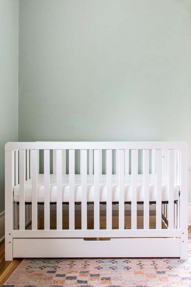 Crib without skirt
