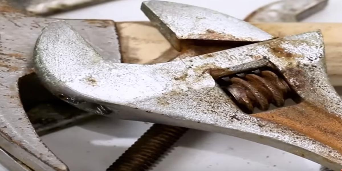 He Shows You How To Remove Rust From Those Stinky Metal