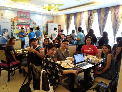 Davao Bloggers at the Asus Zenfone 4 Davao Livestreaming Party