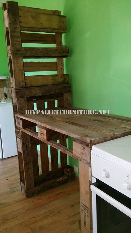 Furniture for the kitchen and separator made of palletsDIY