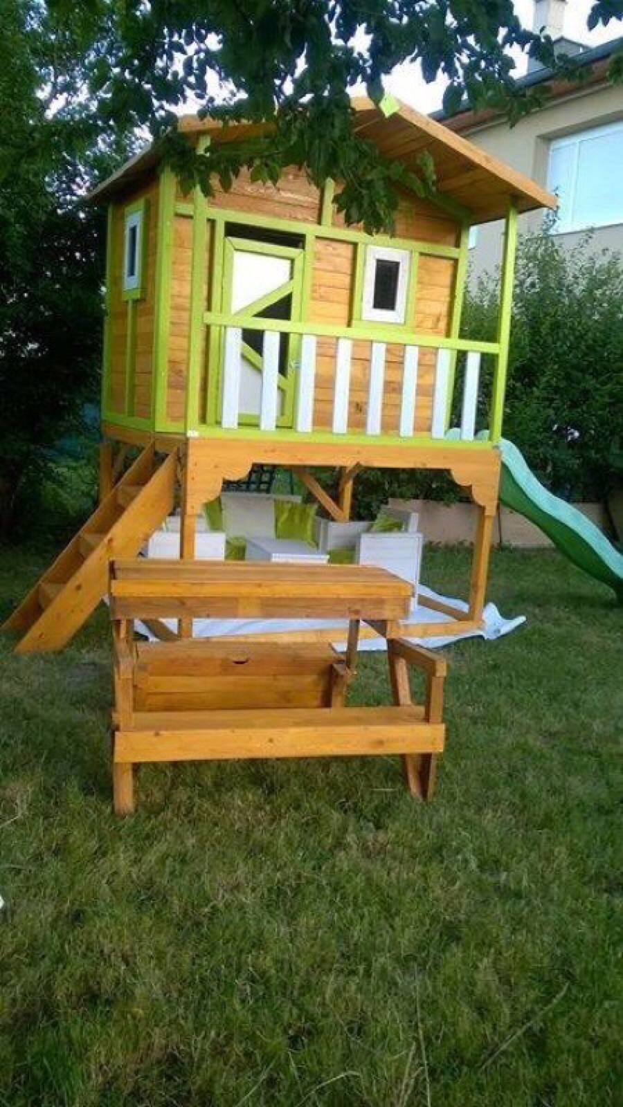 Little Pallet Play House For The ChildrenDIY Pallet
