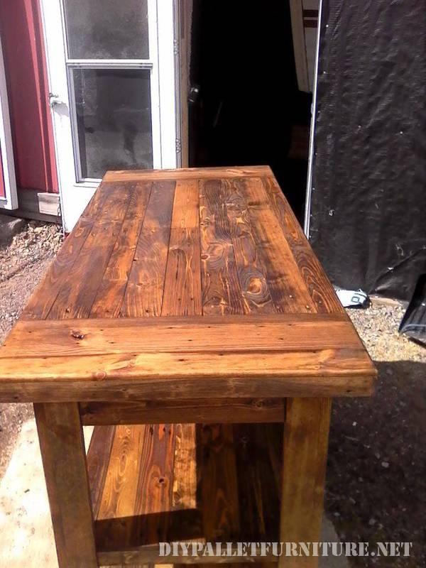 Kitchen island made with pallet planksDIY Pallet Furniture