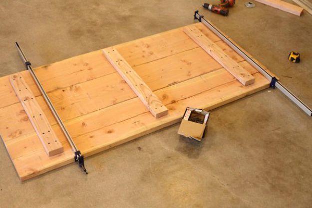 Tabla de soporte de mesa | Tabla de la pierna de la pipa DIY | Planes de banco de trabajo y tutorial de muebles rústicos