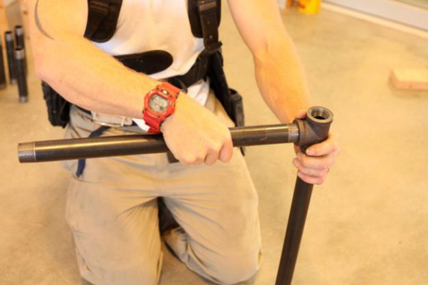 Dos combinaciones de tubos en forma de L | Tabla de la pierna de la pipa DIY | Planes de banco de trabajo y tutorial de muebles rústicos