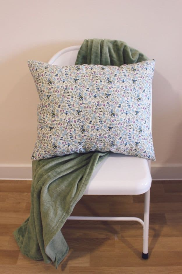 Fat Quarter Pillow | Easy Crafts To Make And Sell