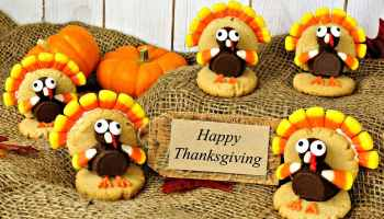 Group of turkey shaped cookies with happy thanksgiving card on burlap | Easy Thanksgiving Desserts | Homemade Sweets You Can Make | Featured