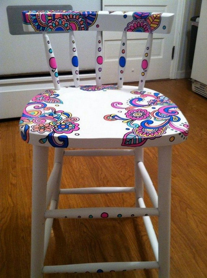 Upgrade your old dining table with gorgeous wood stain art