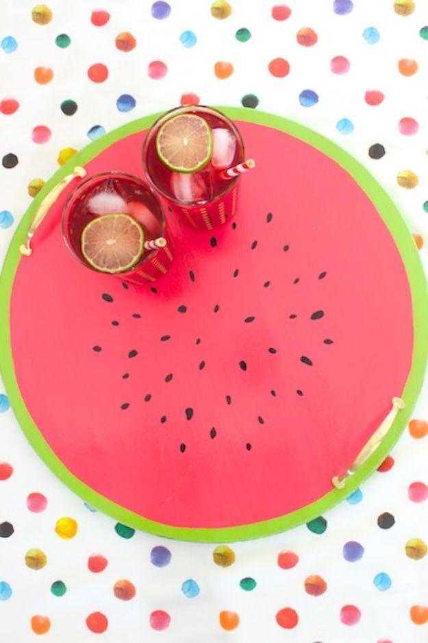 Watermelon Crafts - doe-het-zelf watermeloen-dienblad - eenvoudige doe-het-zelf-ideeën met watermeloenen - leuke knutselprojecten die coole doe-het-zelfgeschenken maken - wanddecor, slaapkamerkunst, sieradenidee