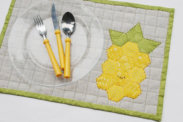 Ananasambachten - Ananas gewatteerde placemat - Leuke ambachtelijke projecten die coole DIY-geschenken maken - wanddecor, slaapkamerkunst, sieradenidee