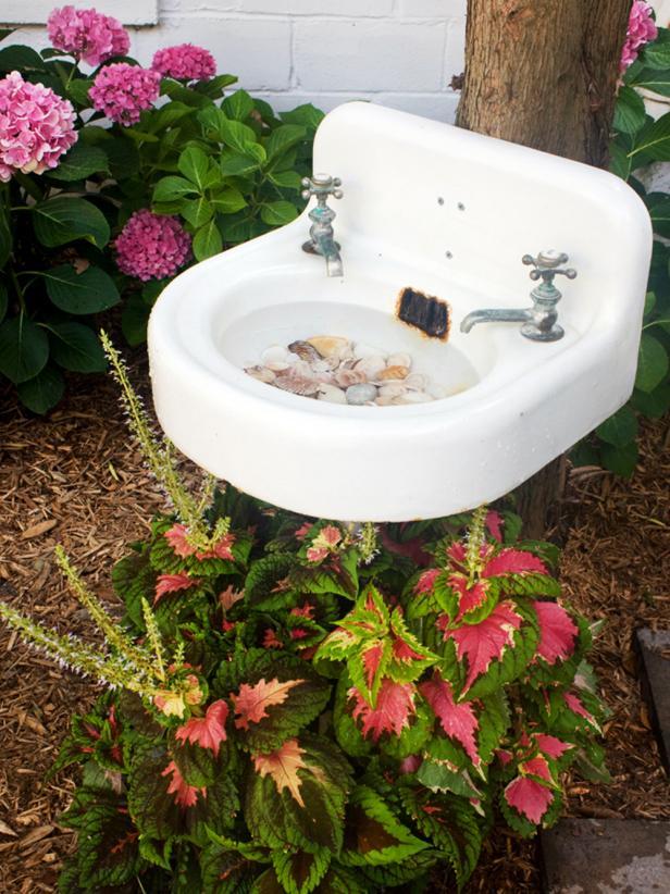 12 DIY Bird Bath Ideas To Attract Birds To Your Garden
