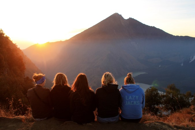Watching Mount Rinjani Hiking for Free Without Tour Sunrise