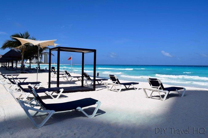 Sun lounges on Playa Chac-Mool